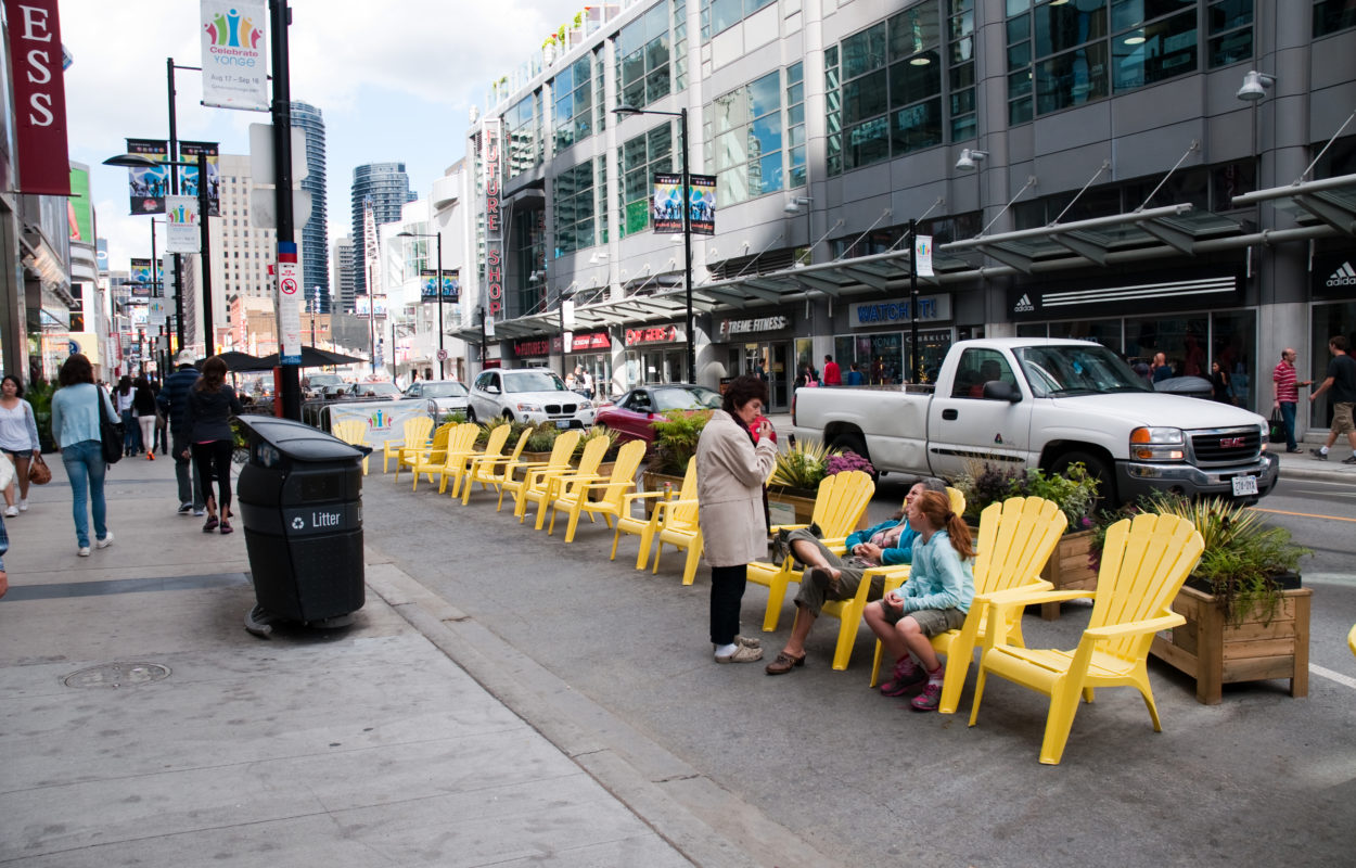 _DSC9484_Toronto_Yonge_at_Dundas.jpg